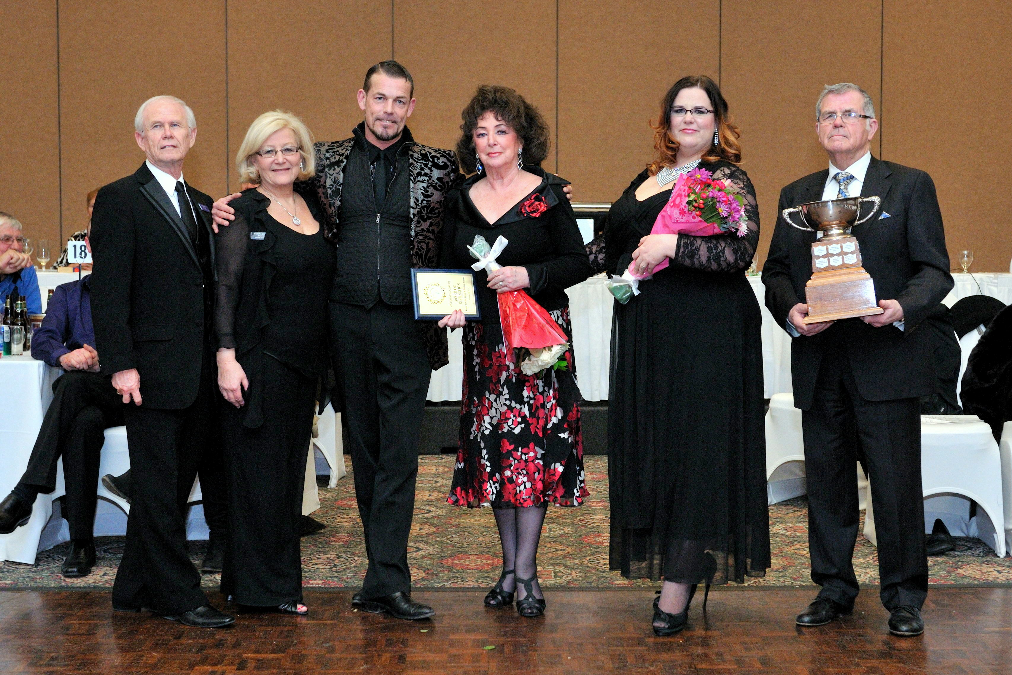 OADA AWARD OF DISTINCTION 2014 TORNERS Ernst, Ursula, Bianca and Brian with Gord and Sandy BRITTAIN OADA and CADA presidents1